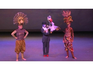 Lion King the Musical Mufusa, Scar and Zazu Puppet and headdress'